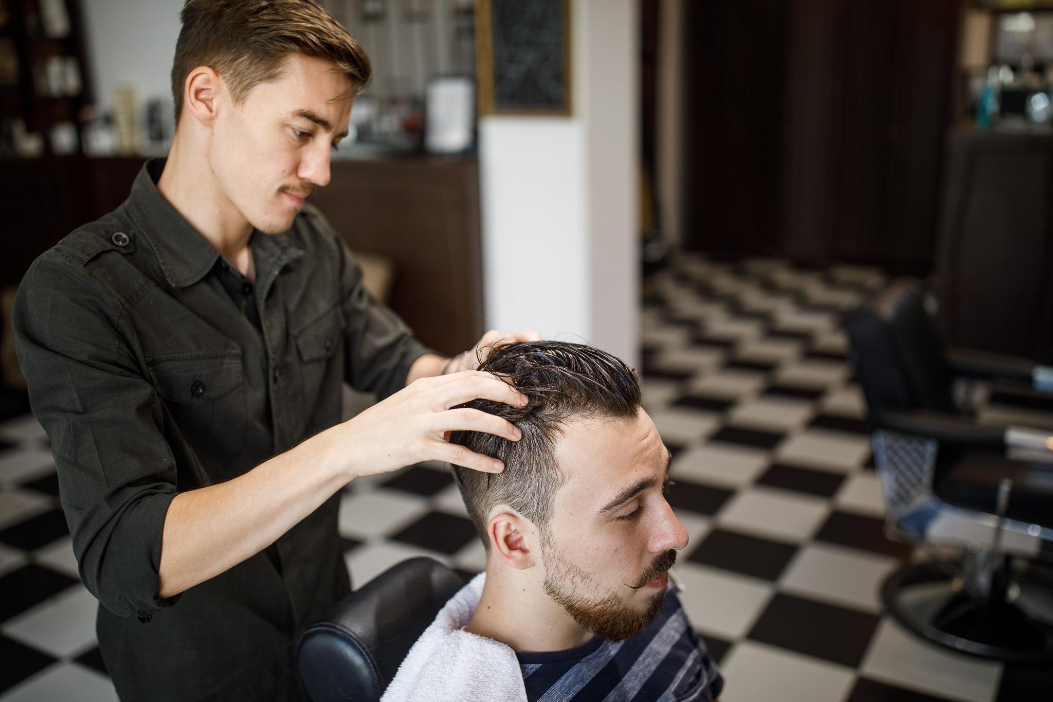 Cum Să ți Porți Părul Pe Spate Frizerie Autentica The Barberthe
